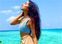 मालदीव में Chill करते हुए नजर आईं श्रद्धा कपूर, देखें तस्वीरें