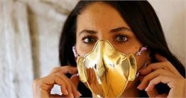 इस शिल्पकार ने मास्क को बनाया 'गहना', देखें सोने-चांदी के Mask