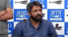 कुमार विश्वास पर आरोप, भाजपा के इशारे पर आप विधायकों को 30-30 करोड़ का दिया लालच