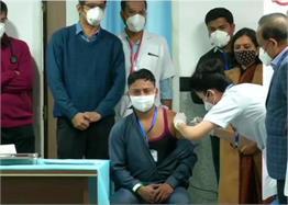 PICS: अब मिलेगा कोरोना से छुटकारा, देश में शुरू हुआ टीकाकरण