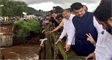 मुंबई पुल हादसा: तीन शव बरामद, तलाशी एवं बचाव अभियान जारी