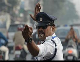 रणजीत सिंह इंदौर पुलिस के मून वॉकर, अनोखे स्टाइल में करते है ट्रैफिक कंट्रोल