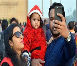 Christmas से पहले दिल्ली की सड़कों पर चढ़ा सेंटा का रंग
