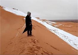 विश्व के सबसे गर्म रेगिस्तान पर 40 सालों में तीसरी बार देखने को मिला बर्फ का कहर, Pics