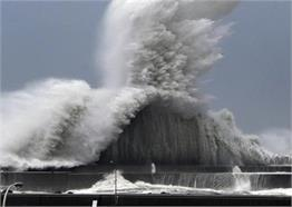 तस्वीरें बयां करती हैं जापान में आए तूफान की खौफनाक दास्तां
