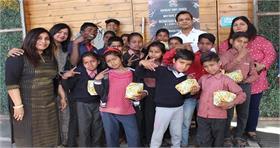 कैफे हॉकर्स ने अनाथ बच्चों संग मनाई होली