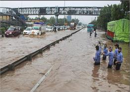 दिल्ली-गुरुग्राम का हाल बारिश से हुआ बुरा हाल, इलाकों में भरा पानी, ट्रैफिक जाम, देखें तस्वीरें...