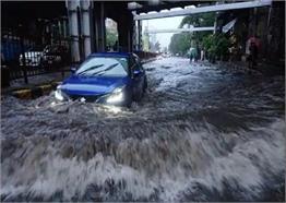 मुंबई में बारिश ने मचाया कहर, देखें भयावह तस्वीरें...