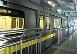कोरोना लॉकडाउन के बाद शुरू हुई मेट्रो, बदला दिखा नजारा...देखें तस्वीरें....