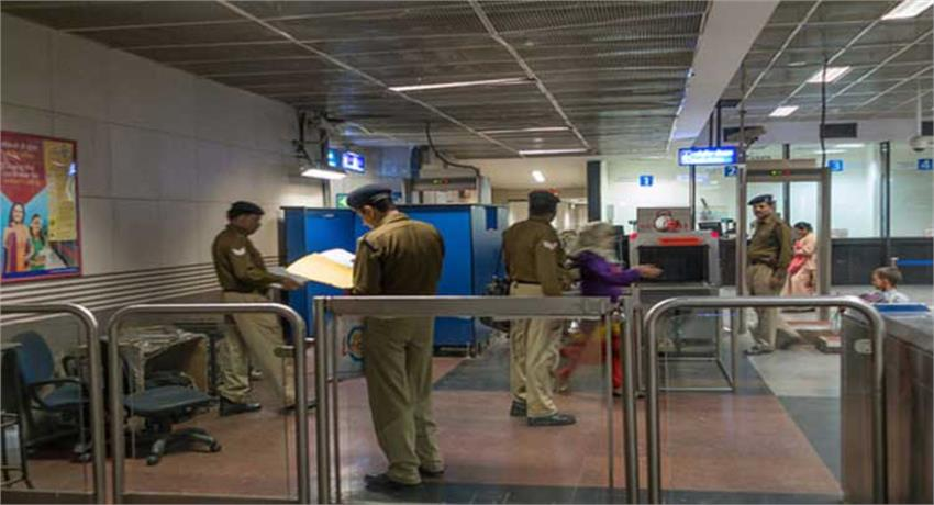 cisf-personnel-deployed-in-the-delhi-metro-introduced-the-honesty-returned-80-000