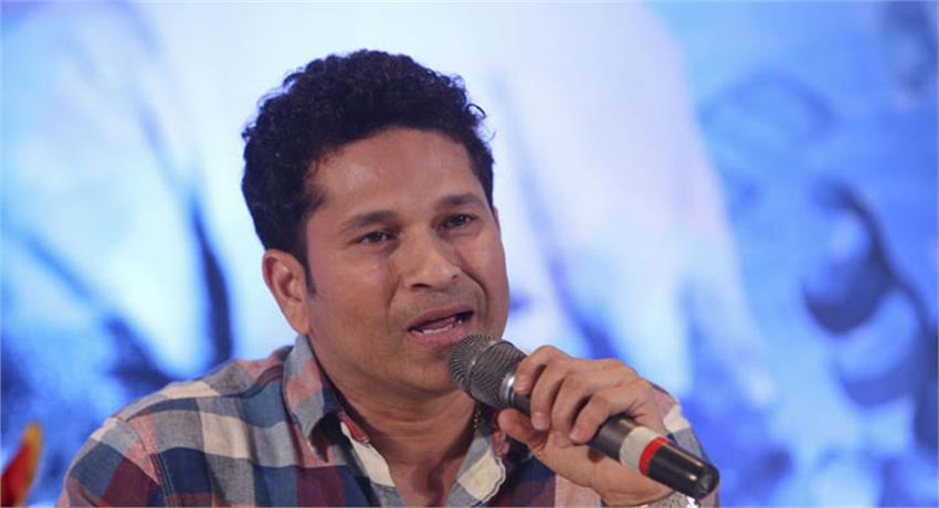 sachin-spent-the-day-with-special-children-in-delhi
