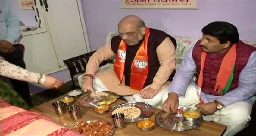 amit shah suddenly arrives at bjp workers house to eat food during election campaign