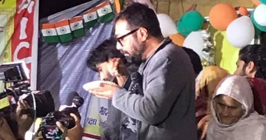 anurag kashyap arrives in shaheen bagh protest slams modi bjp government