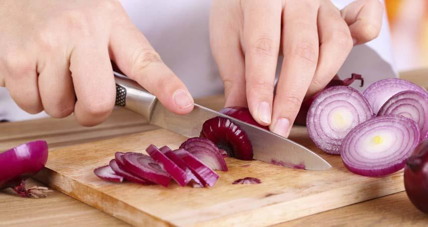 try-these-easy-ways-when-cutting-onion sosnnt