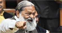कांग्रेस का काम पहले आग लगाना, फिर बुझाने का नाटक करना: विज