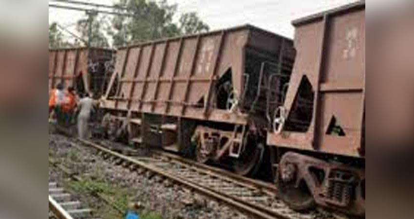 three-coaches-of-the-goods-train-derailed-on-the-delhi-saharanpur-road-in-shamli