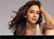 अमिताभ बच्चन संग MayDay में नजर आएंगी रकुलप्रीत लेकिन इस वजह से हो रहीं ट्रोल
