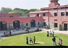 DU दाखिला 2020: ECA में हिंदी से ज्यादा अंग्रेजी के लिए सीटे आरक्षित