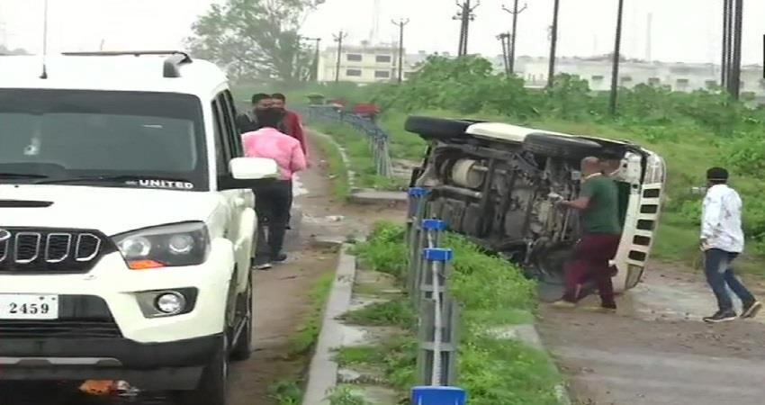 vikas dubey encounter car accident kmbsnt