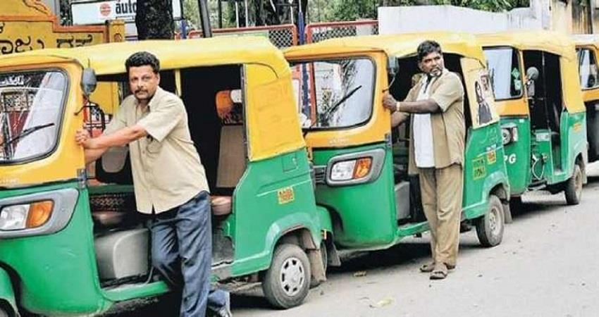 delhi-security-screen-in-auto-rickshaw-to-protect-against-corona-kmbsnt