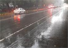दिल्ली: झमाझम बारिश, अब कोहरे के साथ बढ़ेगी