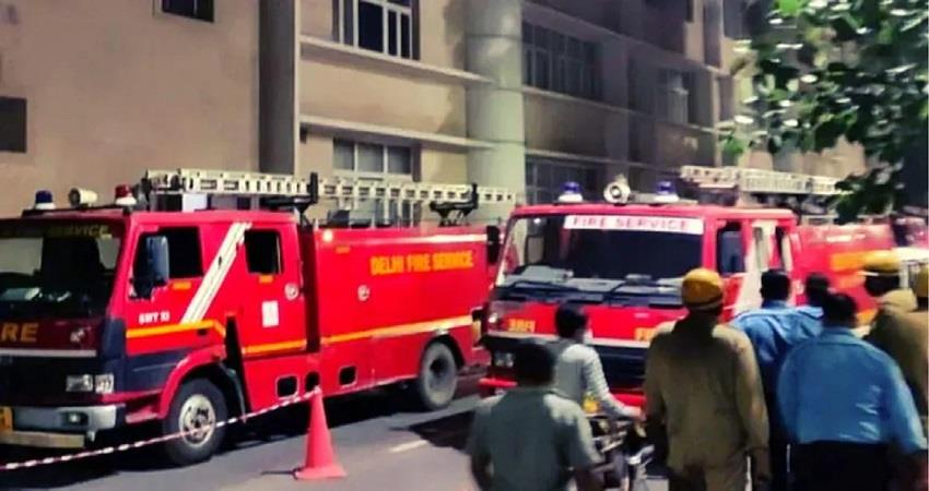 Late night fire in Delhi AIIMS 20 fire tenders controlled the fire KMBSNT