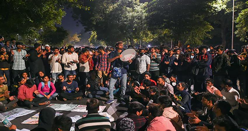 jnu students protest out side hrd minister house