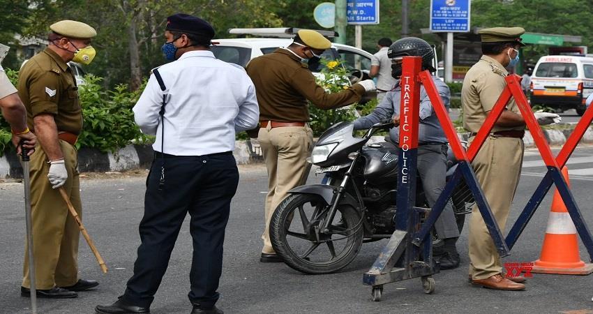 Delhi Police action against people breaching lockdown rules corona epidemic