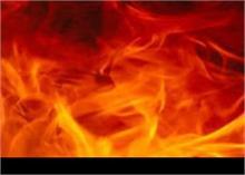 दिल्ली: जूते की फैक्ट्री में लगी भीषण आग, मौके पर पहुंची दमकल की गाड़ियां