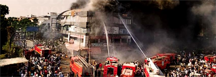 condolences-expressed-by-bollywood-towards-surat-fire-tragedy