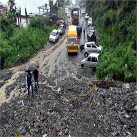 देशभर में बारिश से हो रही है लोगों को परेशानी, पंजाब और केरल में जारी अलर्ट