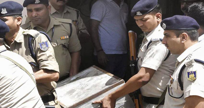 it-raid-before-lok-sabha-election-on-cm-kamalnath-close-aids-racket-of-281-crores-exposed