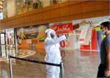 Coronavirus: महाराष्ट्र में आज से खुलेंगे मॉल, पुणे में कैब सर्विस को मिली मंजूरी