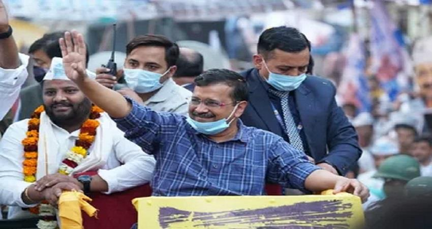 kejriwal seelampur road show attack on congress kmbsnt