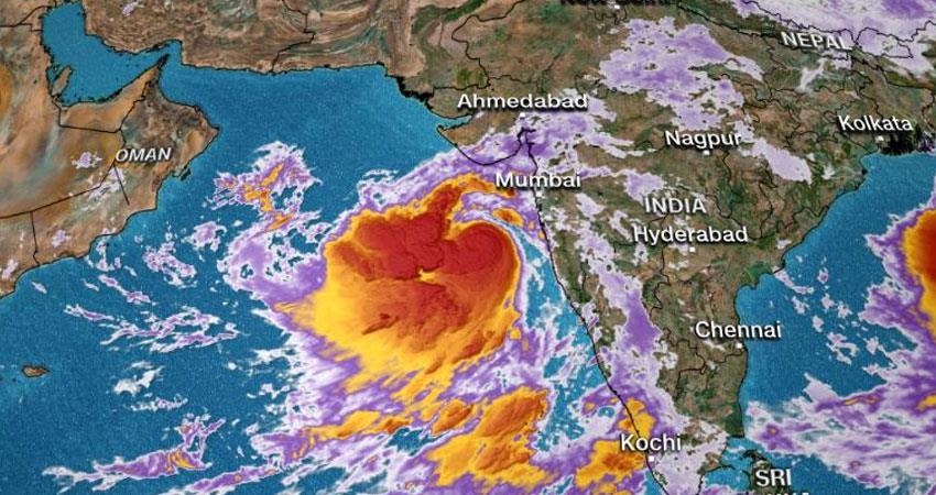 vayu-cyclone-hit-today-in-gujrat-read-the-story-in-hindi