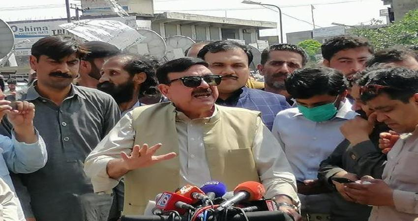 pakistan railway minister was beaten up by citizens of his own country