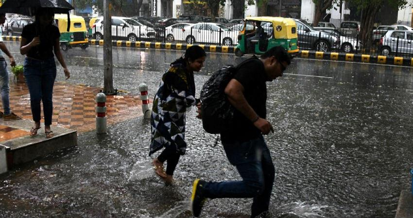 delhi weather updates rain thunderstorm kmbsnt
