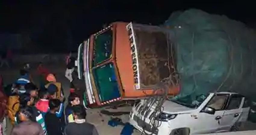 mp-5-laborers-killed-11-injured-as-truck-overturns-in-narsinghpur