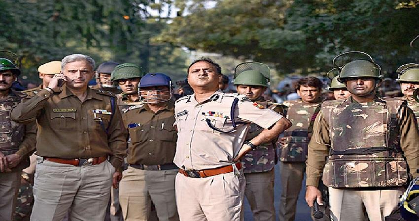 coronavirus lock down delhi police over 50 years old police personnel sent on leave
