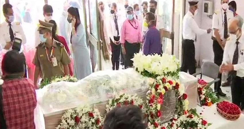 Kerala plane crash body of 16 people handed over to family Captain Sathe prshnt