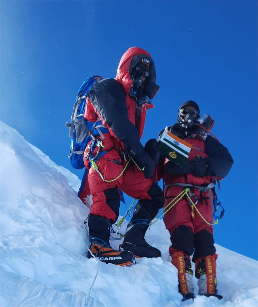 two-climbers-of-itbp-reached-the-summit-of-the-8th-highest-mountain-in-the-world