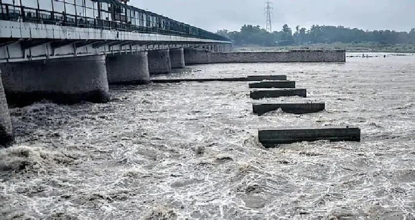 delhi-yamuna-water-level-at-danger-mark-latest-kmbsnt