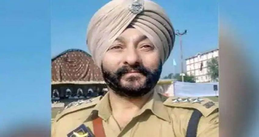 dsp-devendra-singh-for-sheltering-terrorists-suspended