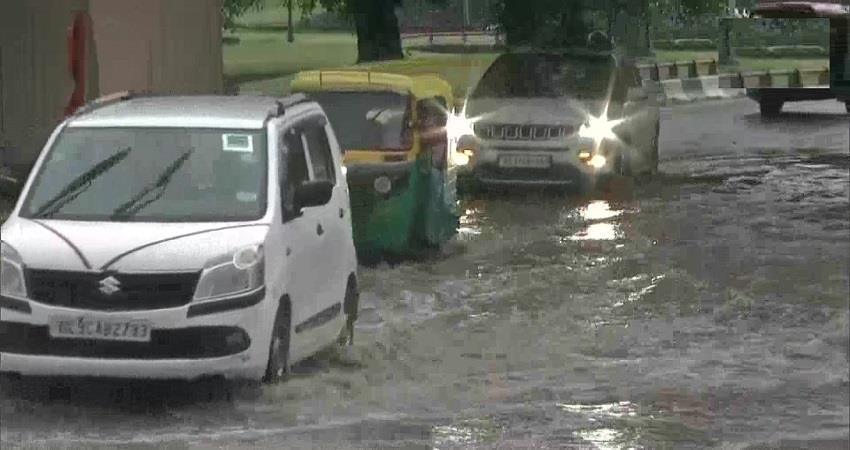 heavy rain results in waterlogging at many places in delhi kmbsnt