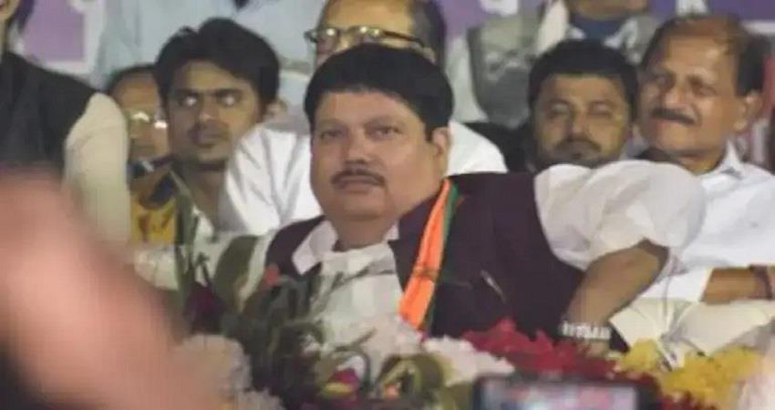 crude bombs hurled bjp mp arjun singh house in west bengal kmbsnt