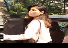जेल से रिहा होने के बाद पहली बार दिखीं Rhea, सुशांत की मौत के बाद ले रहीं हैं नया घर