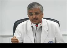 AIIMS डायरेक्टर ने बताया- कोरोना वैक्सीन की साइड इफेक्ट से नहीं होती मौत