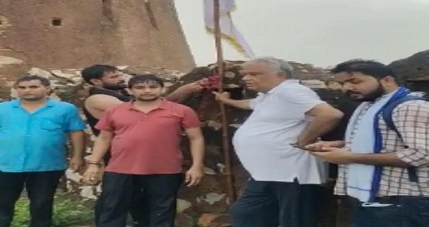 bjp mp dr kirori lal meena hoist the flag at amagarh fort rajasthan arrested kmbsnt