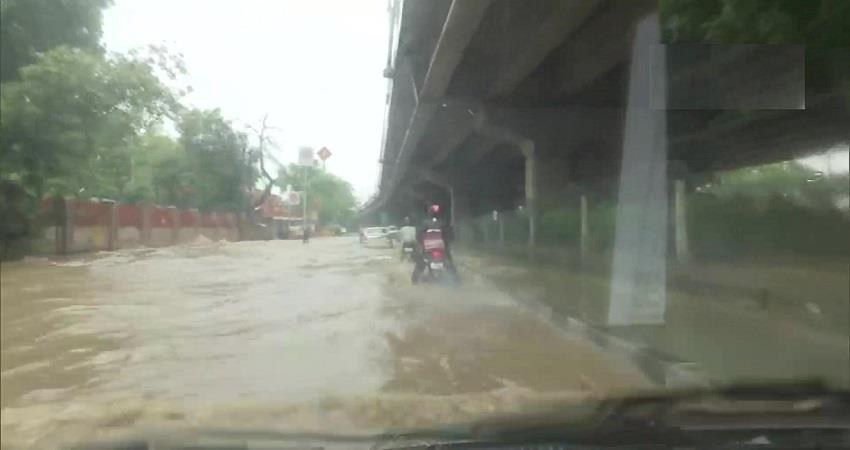 Waterlogging and heavy traffic jam in delhi after rain KMBSNT