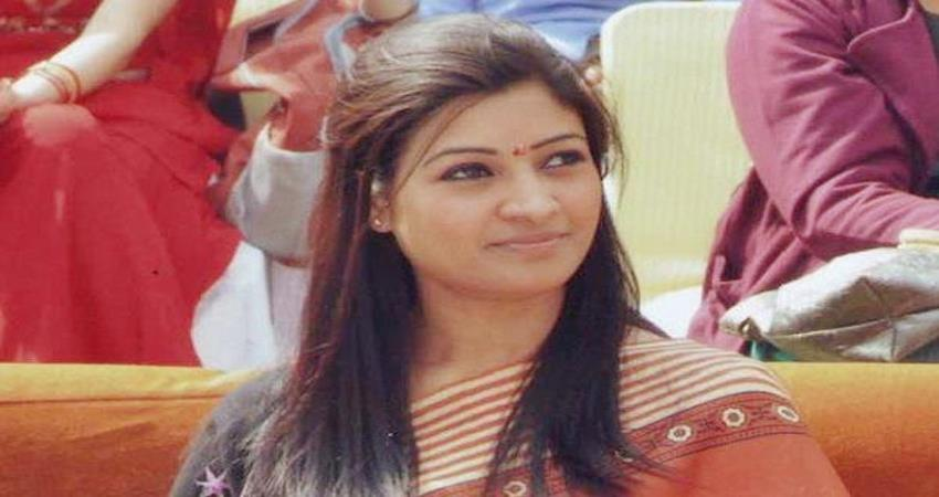 alka lamba slams on bjp after amit shah statement on bangladesh infiltrators